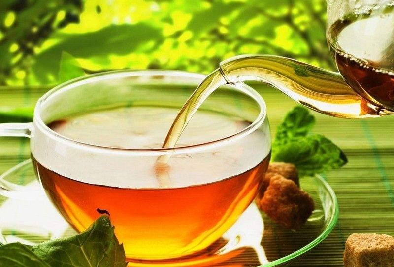 Монастырский чай разливают